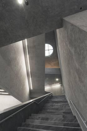 Das Treppenhaus wirkt wie ein kubistisches Bild.