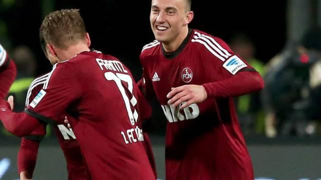 Josip Drmic (rechts) trifft für Nürnberg auch gegen Stuttgart