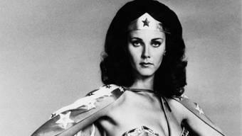 """Lynda Carter 1977 als Wonder Woman. Nun erhält sie einen Stern auf dem """"Walk of Fame""""."""