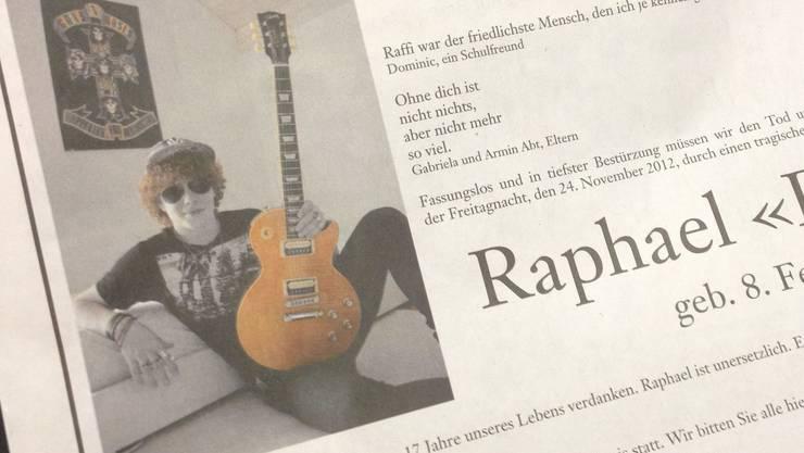In Raffis Todesanzeige schreiben seine Eltern, dass sie in seinem Namen einen Fonds gründen