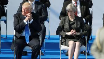 Fordernd und frisch: Donald Trump nahm gestern an der Eröffnung des neuen Nato-Hauptquartiers teil. Erst lobte er das Gebäude, dann kritisiert er die Regierungschefs, die dastehen wie eine Schulklasse.