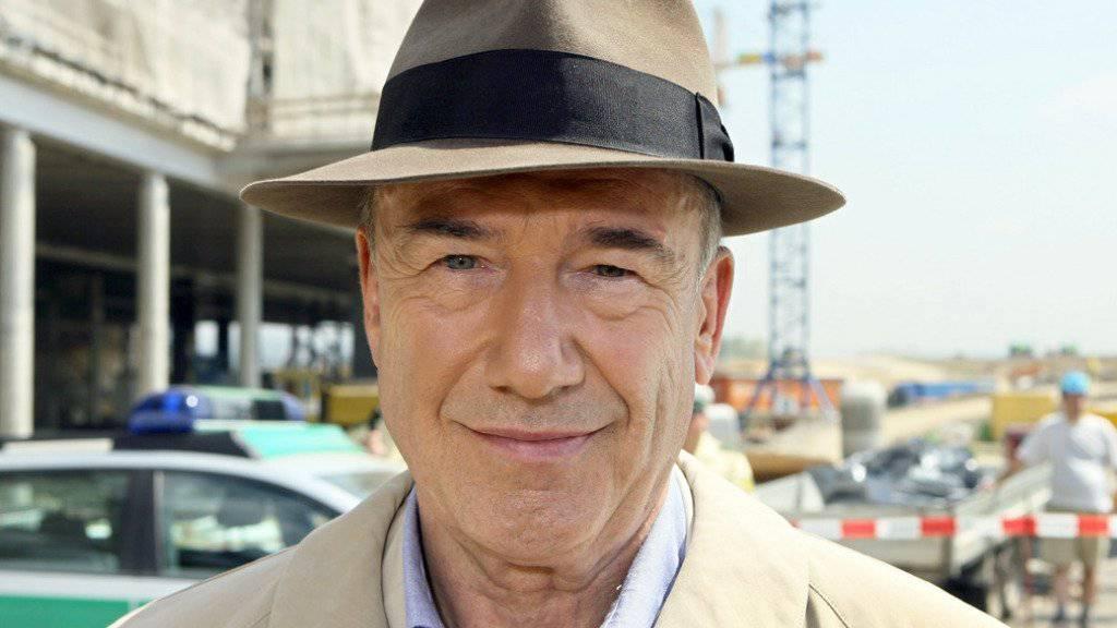 """Dietz-Werner Steck 2006 als Hauptkommissar Ernst Bienzle bei Dreharbeiten zum """"Tatort"""" """"Bienzle und die große Liebe"""". Am 31. Dezember 2016 ist Steck im Alter von 80 Jahren gestorben (Archiv)"""