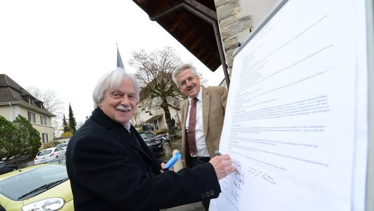 Das Nein-Komitee bei der Gründungsveranstaltung gestern in Therwil (rechts SVPler Oskar Kämpfer, links der Kulturschaffende Hans A. Jenny).