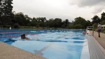 Das Reinacher Gartenbad wird erneuert – oder sogar durch ein Hallenbad ersetzt. Martin Töngi