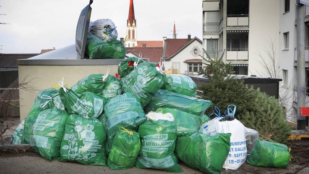Wer seinen Abfall zu früh deponiert, riskiert eine Busse