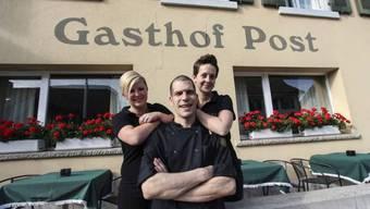Sie führen noch bis Ende Juni den Gasthof Post in Oensingen: Oliver und Christina Zwahlen (rechts).