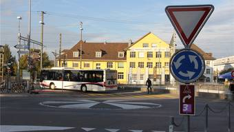 Velofahrer sollen im Kreisel aus Sicherheitsgründen in der Mitte fahren.