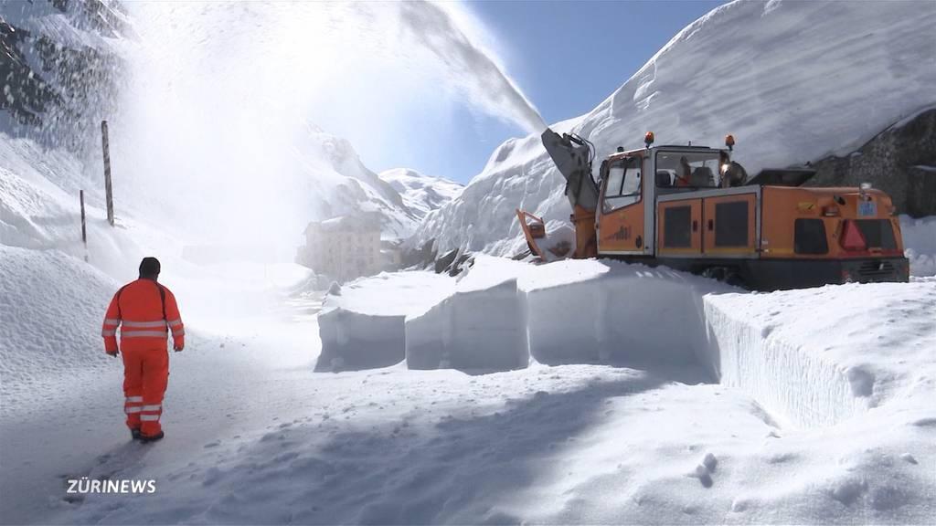 Schneeräumung auf dem Gotthard in vollem Gange
