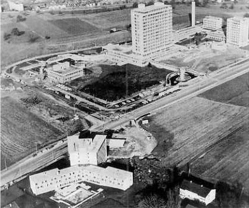 Das Personalhaus (unten links) ist dem Personalhaus des Spitals Uster nachempfunden