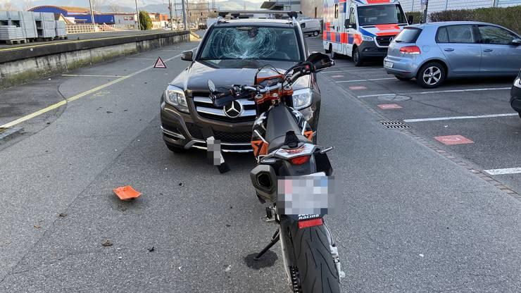 Das entgegenkommende Auto bremste sofort ab und konnte so wohl Schlimmeres verhindern.