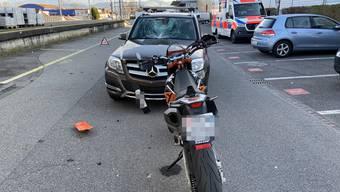 Kollision zwischen Motorrad und Auto in Sins (März 2020)