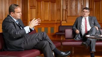 CVP-Präsident Gerhard Pfister erklärt, skeptisch beäugt von SP-Präsident Christian Levrat, warum eine Erhöhung der Kinderabzüge richtig ist.