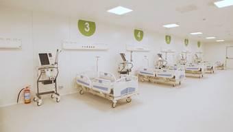 In einer Messehalle in Mailand wurde ein Notspital mit 200 Betten eingerichtet. 500 Arbeiter waren nötig, um das Spital innert zehn Tagen fertigzustellen.