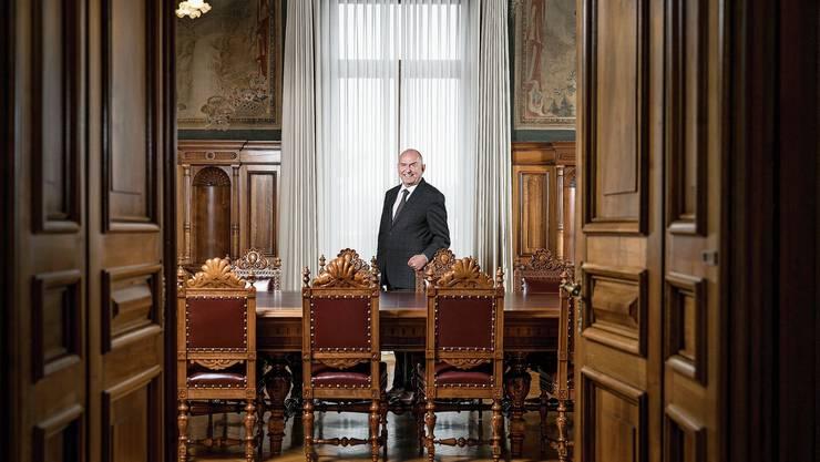 Ulrich Meyer, der Präsident des Schweizerischen Bundesgerichts, im Gotthardsaal aus dem Jahr 1889. Das Bundesgericht hat seinen Sitz nicht nur in Lausanne, sondern auch hier in Luzern.