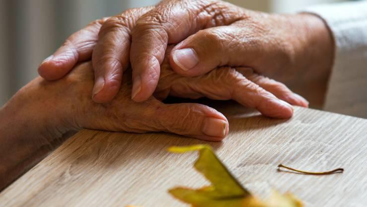 Eine Demenzerkrankung kann eine Belastung für die Angehörigen werden.
