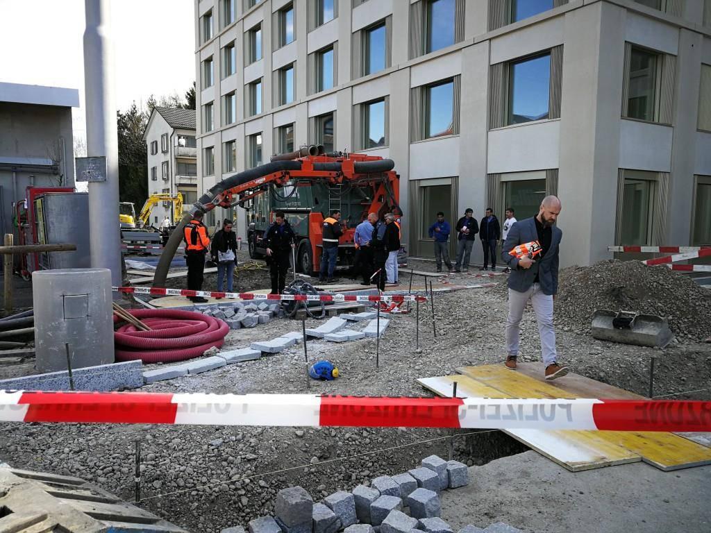 Bauarbeiter von Kies verschüttet (© Sandro Zulian / FM1Today)