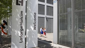 Der französisch-schweizerische Zementkonzern LafargeHolcim sieht sich auf Kurs für das Gesamtjahr. (Archivbild)