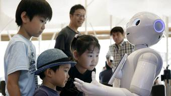 Wenn die Grenzen zwischen Mensch und Maschine verschwinden: Gibt es bald den Status «elektronische Person»? (Symbolbild)
