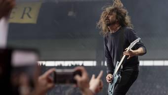 Rock-'n'-Roll-Pose: Wenn Dave Grohl in den Abend schreit, dann wirkt das echt.