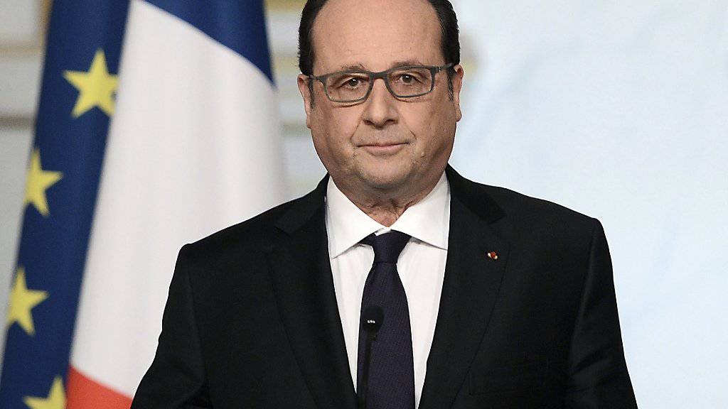Frankreichs Präsident François Hollande erklärt nach einem Treffen mit seinen Ministern, dass die nach den Anschlägen von Paris auf den Weg gebrachte Verfassungsänderung nicht zustande kommt.