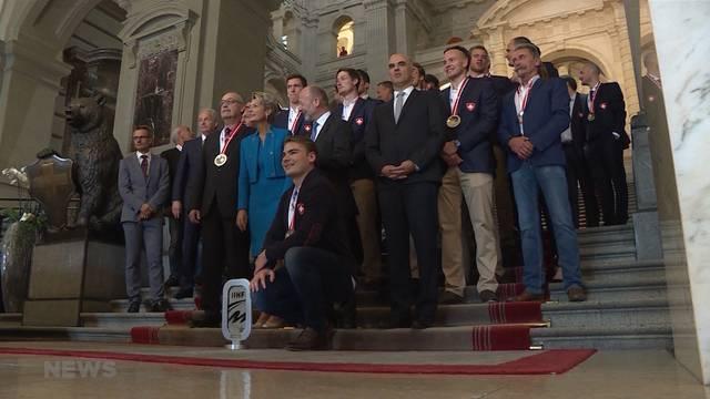 Bundesrat empfängt Schweizer Hockey-Helden