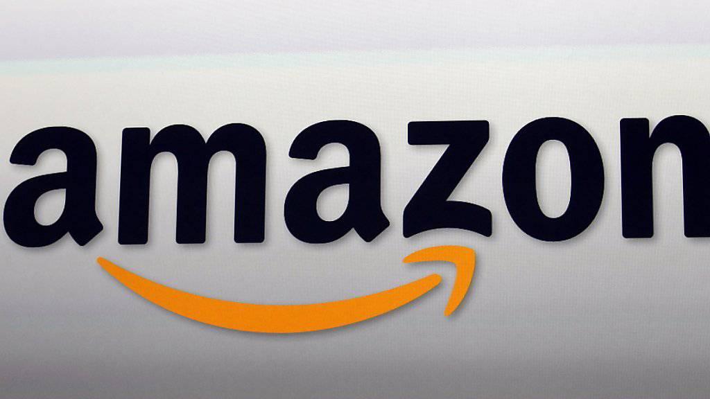 Am häufigsten tummeln sich Schweizer Onlinekunden auf den Webseiten von Amazon und ricardo.ch