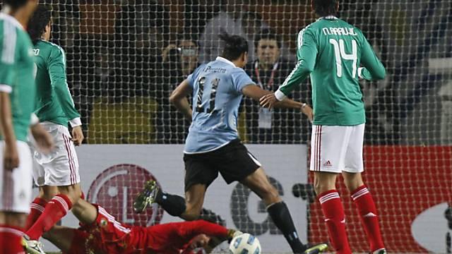 Alvaro Pereira schiesst das 1:0 für Uruguay