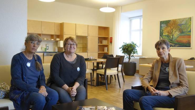 Sie sehen neuen Herausforderungen entgegen: Barbara Lienhard, Leiterin Tages- und Nachtzentrum, Irene Villiger, Leiterin Sozialdienst, und Ester Erni, Leiterin Hotellerie (von links nach rechts).