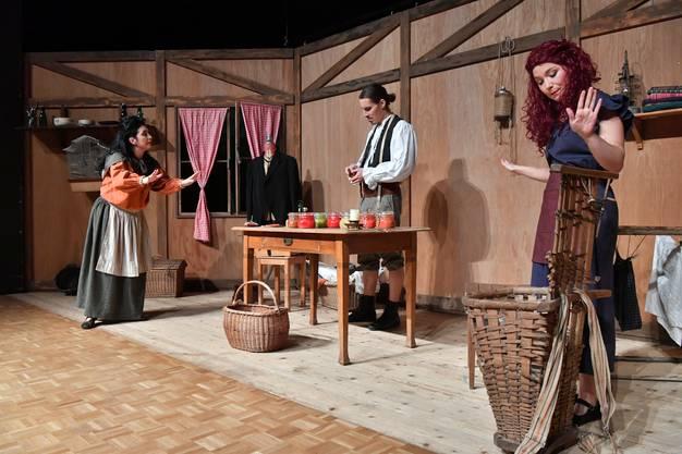 Im 36. Märli, das die Märlibühni Trimbach aufführt, stehen elf Schauspielende auf der Bühne.