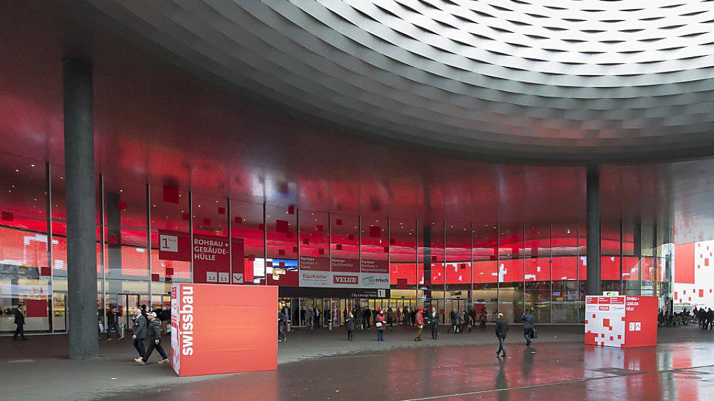 Weil die Baselworld künftig weniger Geld in die Kassen der MCH Group spülen wird, stehen weitere Wertberichtigungen auf dem neuen Messegebäude an. Diese werden die Rechnung von MCH auch dieses Jahr belasten. (Archivbild)