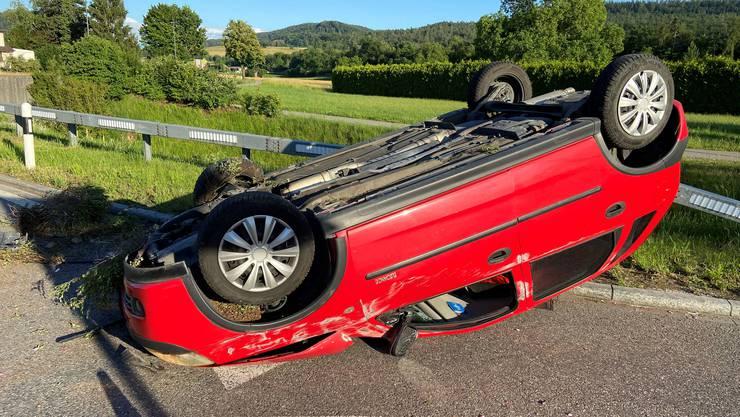 Der Opel überschlug sich beim Unfall.
