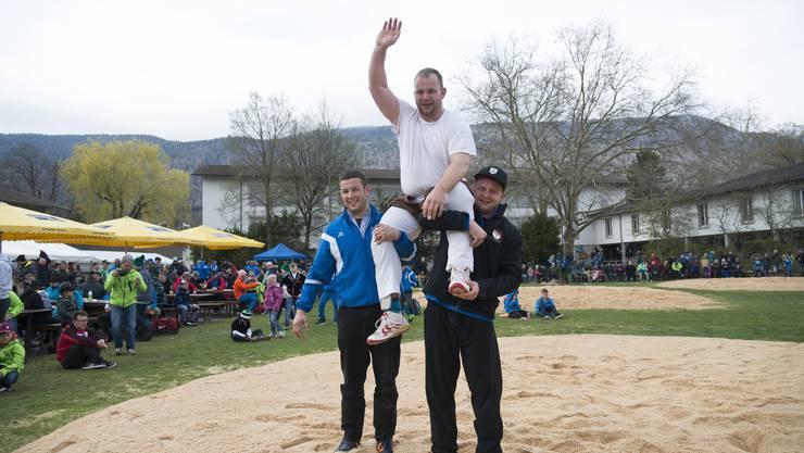 Rangschwinget Grenchen, Schlussgang Thomas Stüdeli Bellach (ganz weiss) gewinnt gegen Marcel Kropf Mümliswil