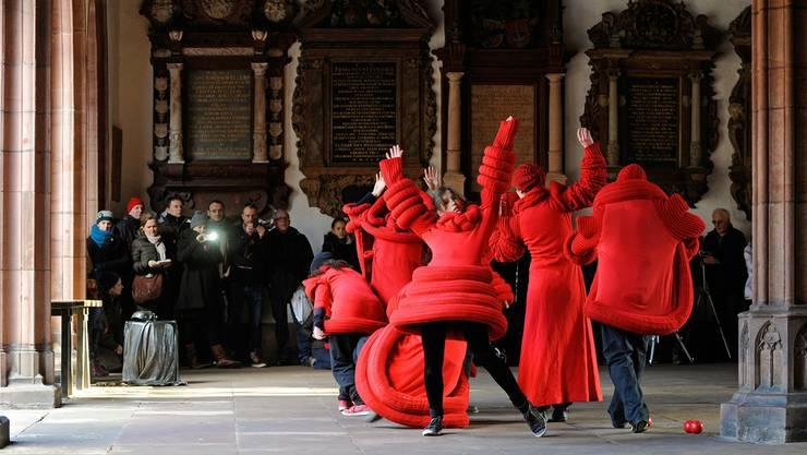 Der bewegte Spaziergang des Tanzbüros Basel an den Zeitgenössischen Tanztagen in Basel – der einzige lokale Beitrag fand aber nur im Rahmenprogramm statt.ZVG/Barbara Jung