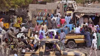 Kampf gegen Boko Haram: Soldaten, l., bei einer Patrouille (Archiv)