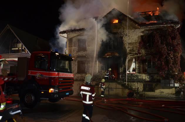 In der Nacht auf Sonntag ist das Restaurant Sonne in Oberriet SG vollständig ausgebrannt. Zwei Personen wurden tot aufgefunden.