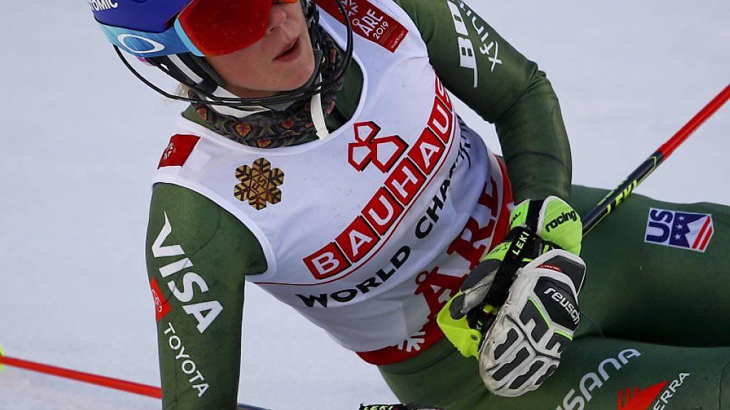 Mikaela Shiffrin nach ihrem Sieg im Slalom, völlig kaputt und ausgepumpt