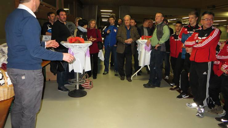 Auch Gemeindepräsident Rolf Schweizer wie auch Landrat und Gemeinderat Andi Trüssel, sie geniessen die Frische der Jugend.