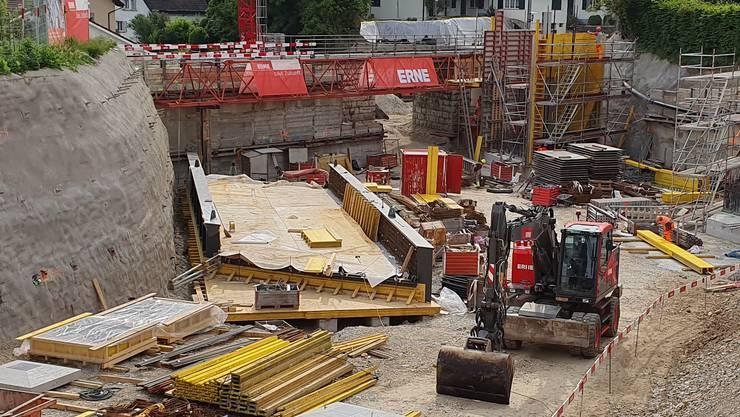 Die neue Brücke mit einer Spannweite von 17 Metern wird vor Ort vorgefertigt.