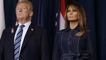 US-Präsident Trump und seine Frau Melania nahmen an einer Andacht in Shanksville im US-Bundesstaat Pennsylvania teil. Dort hatten die Passagiere die Attentäter überwältigt und ein gekapertes Flugzeug in einem Feld zum Absturz gebracht.