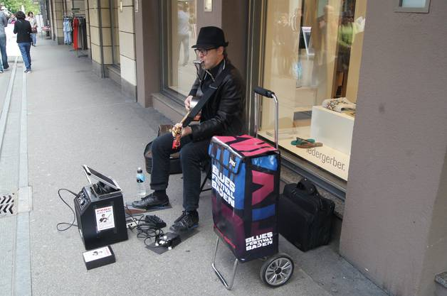 Einzelkünstler Pepe interpretiert den Bob Dylan Song BLOWIN' IN THE WIND