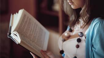 Corona ist nicht mehr das Alleinthema – man unterhält sich auch wieder darüber, was man gerade liest. (Symbolbild)