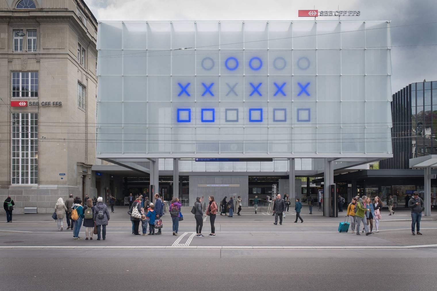 Die binäre Uhr am Bahnhof St.Gallen. (Bild: Benjamin Manser/St.Galler Tagblatt)