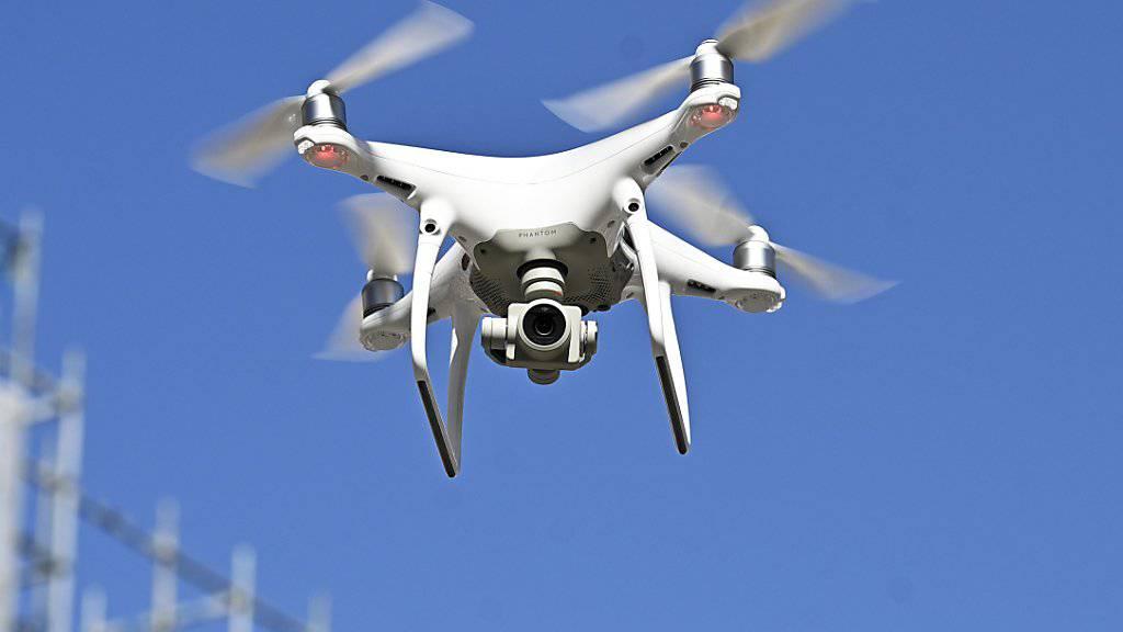 Für eine Drohne mit Kamera gilt in der Schweiz ab 1. Juni 2020 eine Registrierungspflicht. (Themenbild)