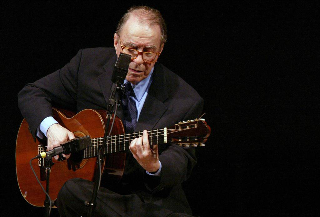 João Gilberto 2004 in der Carnegie Hall in New York. (© Keystone)