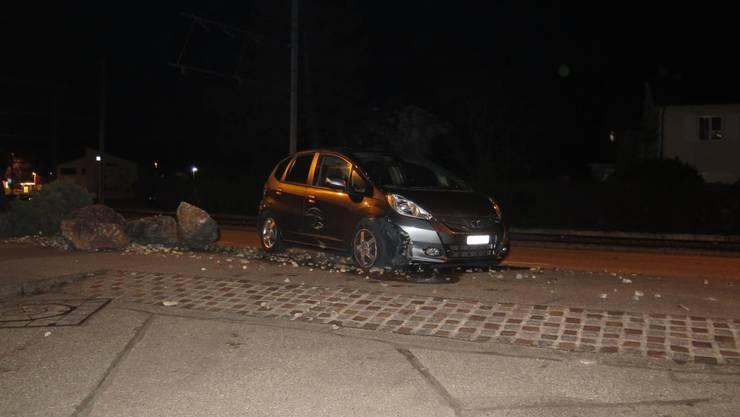Münchenstein BL, 16. Februar: Eine 72-Jährige Autofahrerin kommt von der Strasse ab und bleibt im Steinbeet stehen.