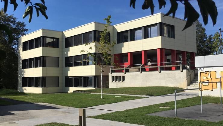 Zwei Realschulabteilungen musstengeschlossen werden: Kreisschule Kelleramt mit dem Schulhaus Titlis in Jonen. chr
