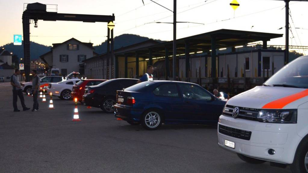 Bei einer mehrstündigen Grosskontrolle in Herisau AR hat die Polizei über 50 Fahrzeuge und deren Insassen kontrolliert.