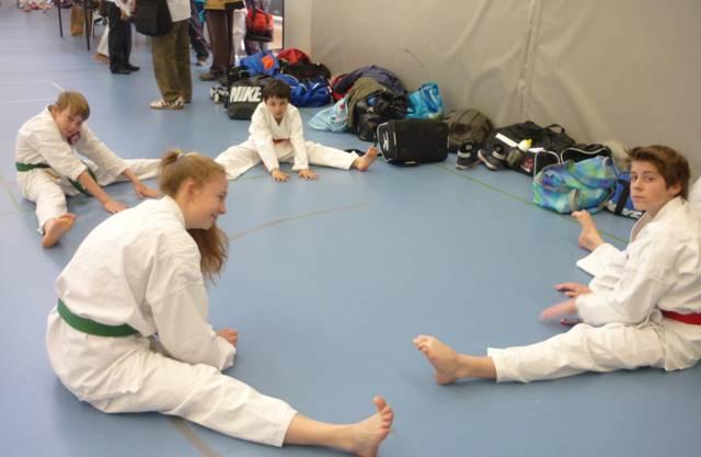 Wettkampfteam der Shinsei Kan Karateschule vor seinem Einsatz.