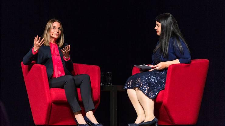 Karin Madliger (links), designierte Leiterin der NAB Region Baden, stellt sich den Fragen von Moderatorin Nicole Bühler.