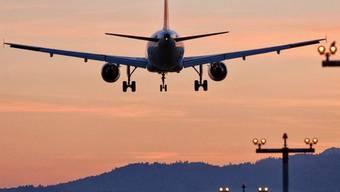 Landung auf dem Flughafen Zürich-Kloten (Symbolbild)
